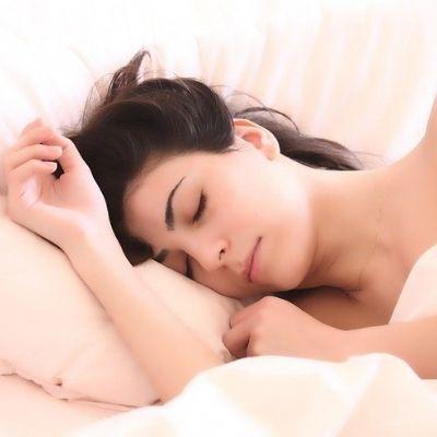 Bien dormir et ne pas être stressé contre les rides