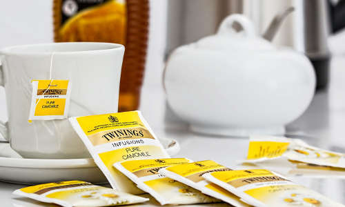 thé camomille contre les poches sous les yeux