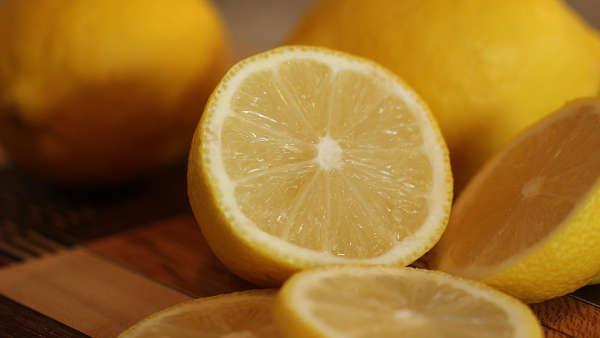 Du citron pour enlever l'odeur de pipi de chat