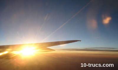 fermer le volet de l'hublot pour dormir en avion