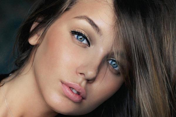 maquillage naturel, couleur yeux bleus,