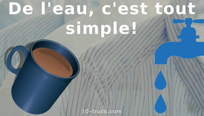 nettoyer une tache de café avec de l'eau tiède