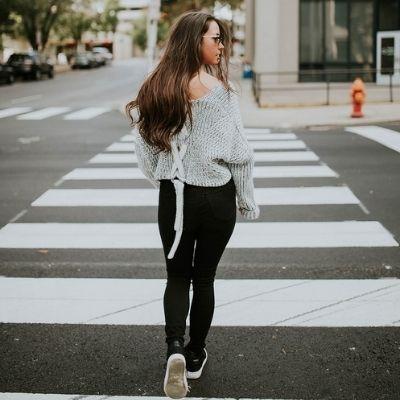 Marcher le dos droit et la tête haute