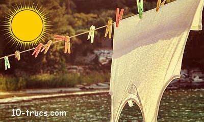 le soleil pour blanchir les vêtements sur la corde à linge
