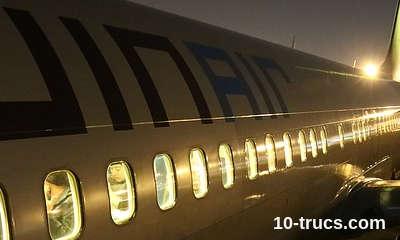 voyager de nuit en avion pour bien dormir