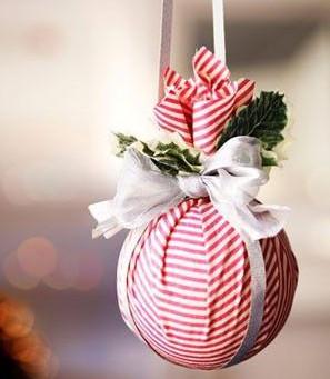 bricolage boule de Noël, recycler boules de Noël,