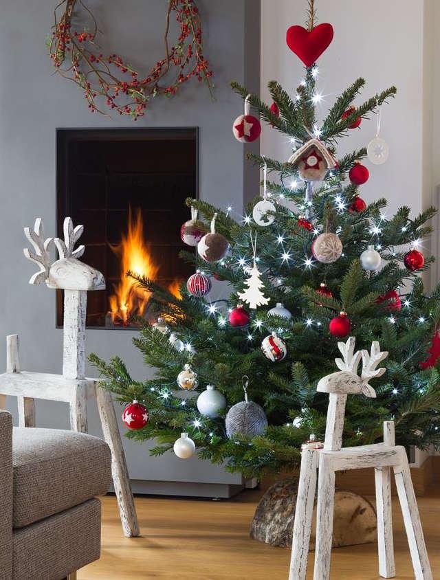 décorer un arbre de Noël