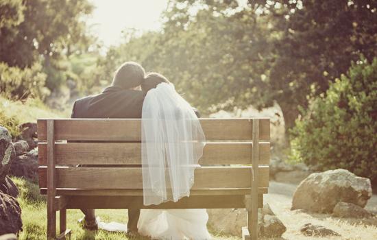 idée photo de mariage, photo de mariage banc,