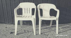 nettoyer les chaises de jardin blanches