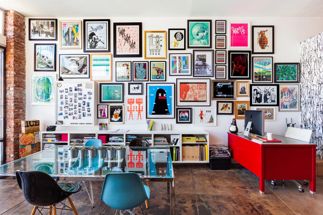 mur de photos, mur avec des cadres,