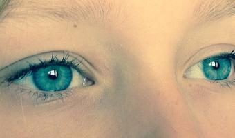 yeux qui piquent, yeux qui grattent,