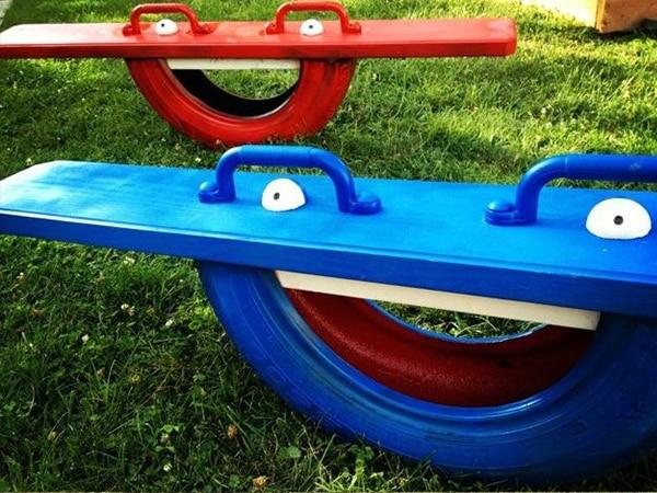 Balançoire à bascule avec un pneu