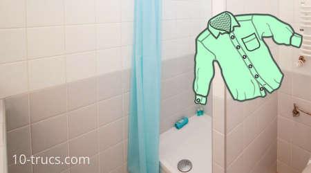 défroisser un vêtement dans la douche
