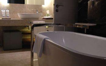 nettoyer une baignoire en acrylique, nettoyer bain en résine,