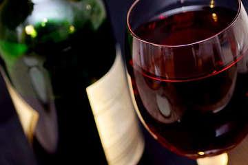 nettoyer tache de vin nappe, tache de vin vêtement,
