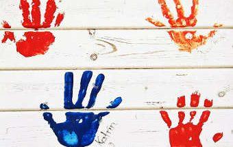 peinture sur les mains, enlever tache peinture sur les mains,