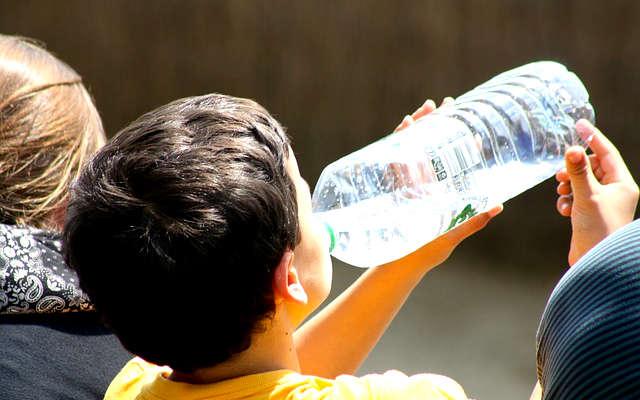 boire de l'eau canicule, eau canicule,