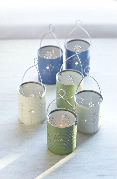 De belles lanternes de jardin de couleur aquarelle