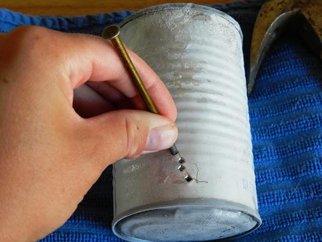 Percer des trous dans une boite de conserve