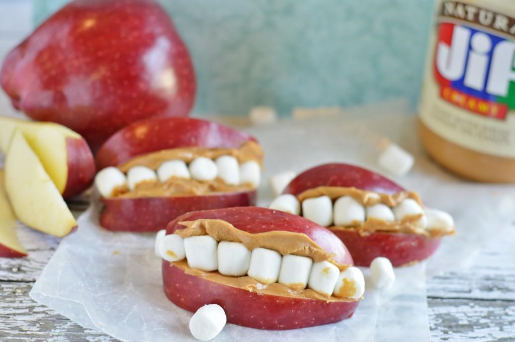 bouche avec pomme et guimauve,