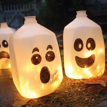 Fantôme avec des contenants de plastique