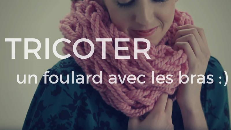 Tricoter un foulard avec les bras