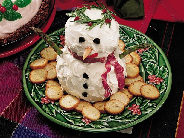 Bonhomme de neige avec fromage à la crème comme entrée à Noël