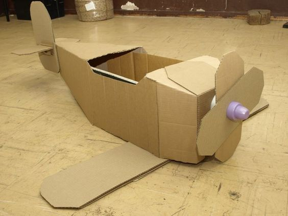 Idée bricolage d'un avion en carton