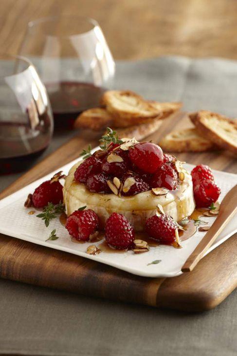 brie fondant aux fraises et amandes