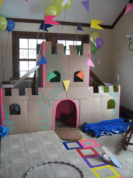 Chateau avec des boites de carton
