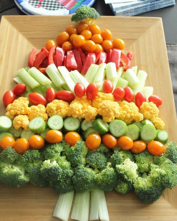 Entrée en forme de sapin de Noel avec des légumes