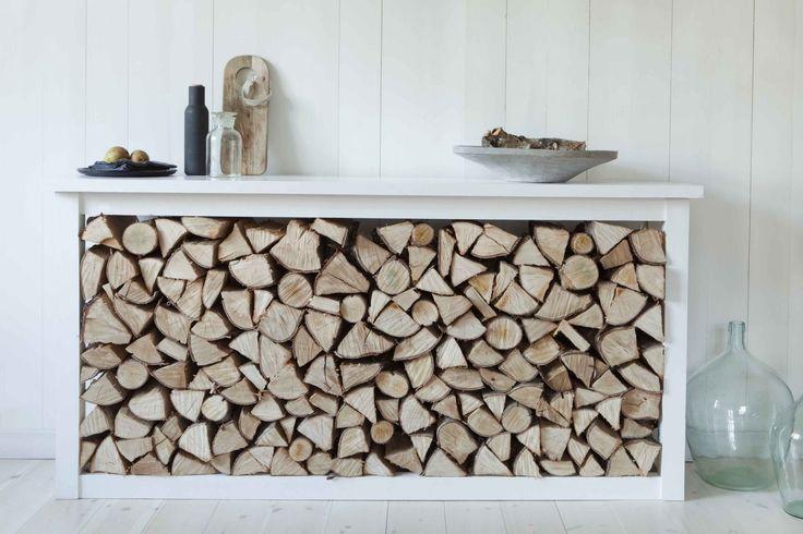 Meuble pour ranger le bois de chauffage dans la maison