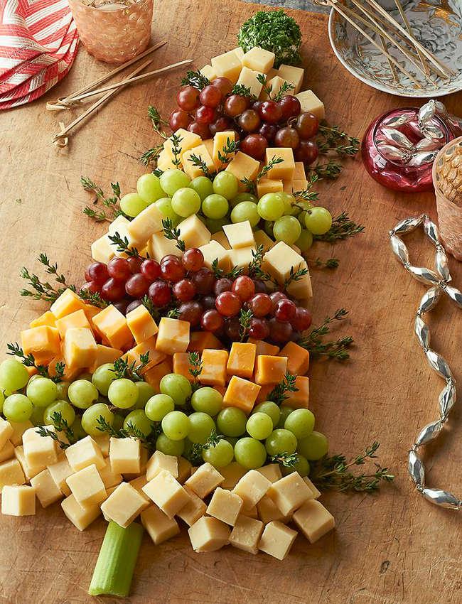 Plateau de fromages et raisins pour Noël