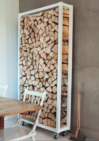 rack pour stoker le bois dans la maison