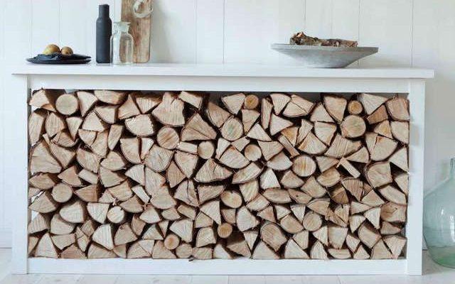Ranger le bois de chauffage dans la maison