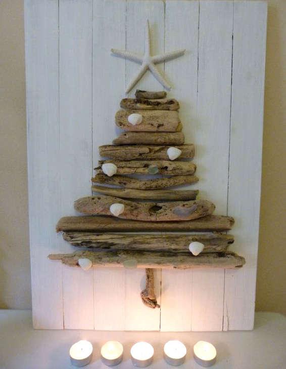 sapin de Noël avec des bûches de bois
