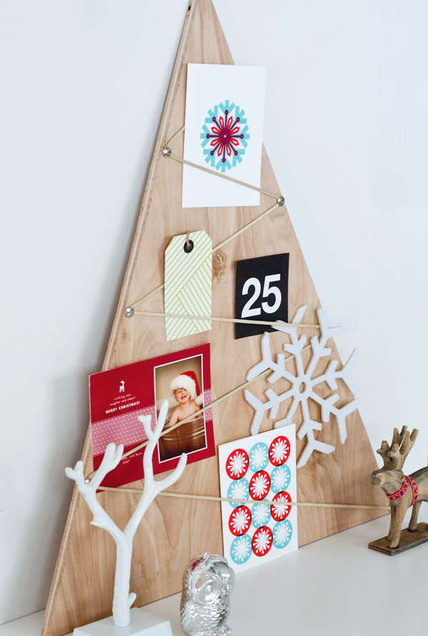 Sapin de Noël avec une planche de contreplaqué