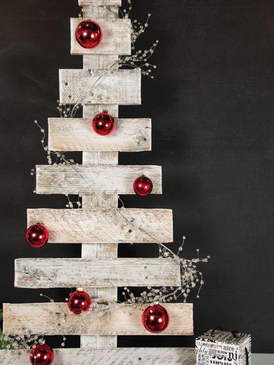 Un petit arbre de Noël rustic-chic