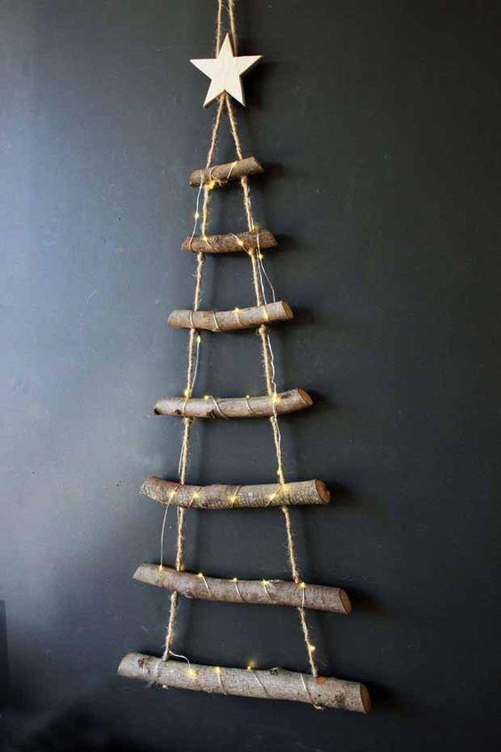Fabriquer un sapin suspendu avec des branches d'arbres