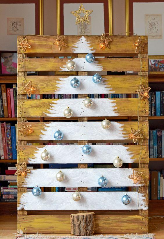 Idée pour peindre un sapin de Noël sur une palette de bois