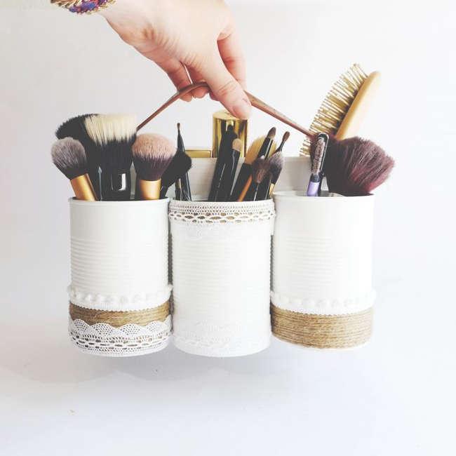Porte maquillage avec des boites de conserve