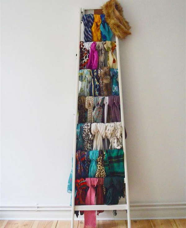 Échelle décorative pour ranger les écharpes