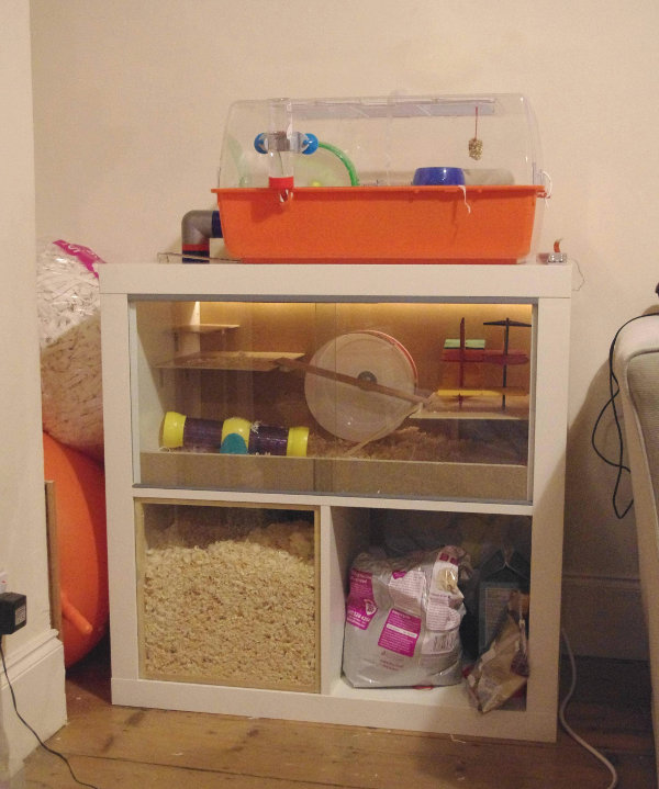 Meuble IKEA transformé en maison pour hamster