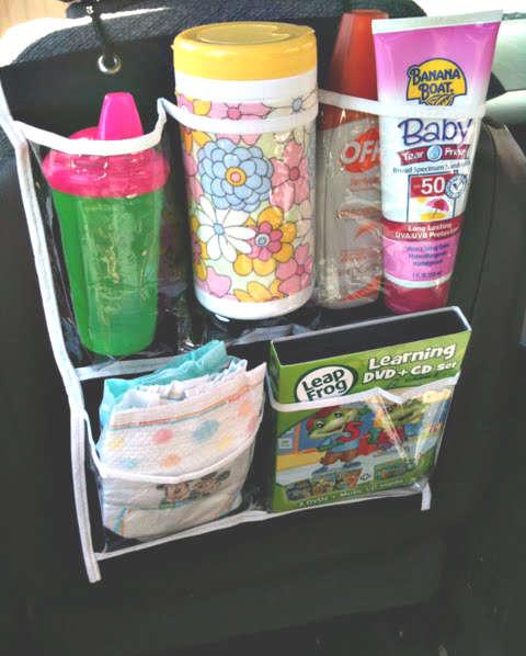 organiser les trucs de bébé dans la voiture