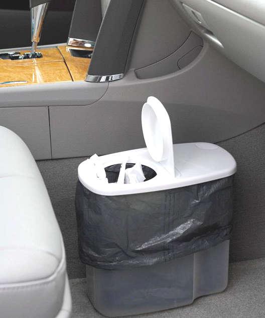 placer une poubelle dans la voiture