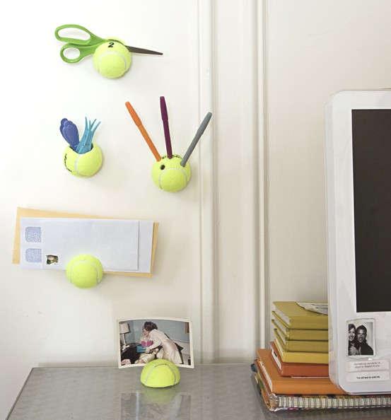 Rangement pour le bureau avec des balles de tennis