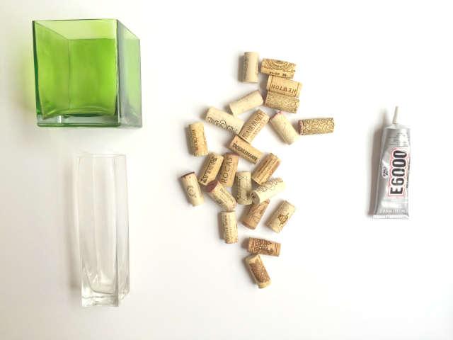Transformer un vase avec des bouchons de liège