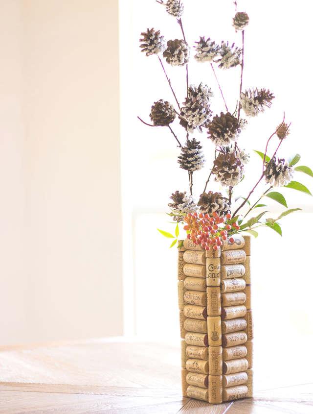 Vase à fleur avec des bouchons de liège