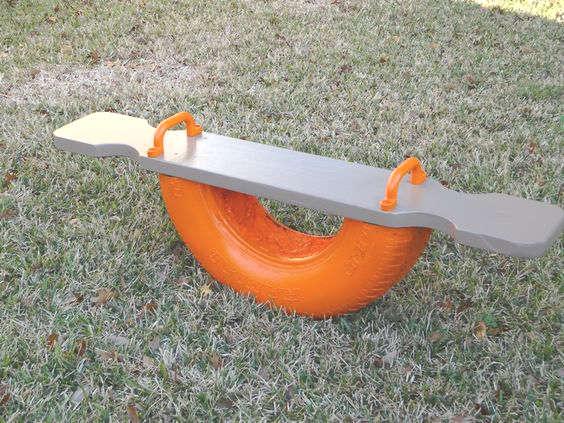 fabriquer une balançoire à bascule avec un pneu