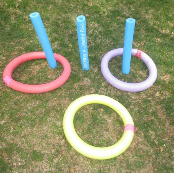 diy jeux extérieur avec des nouilles de piscine